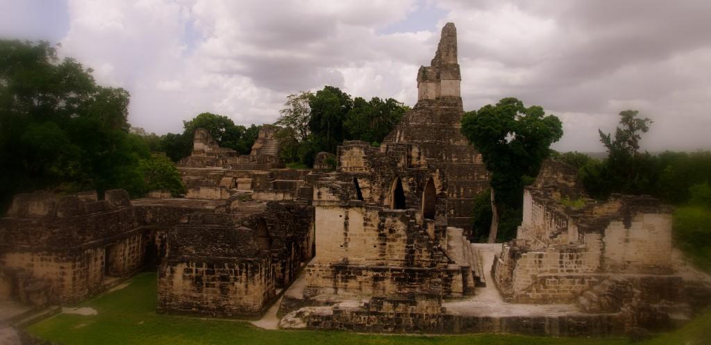 Mayatempel in Tikal - in Weltungergangs-Stimmung - das Ende der Welt