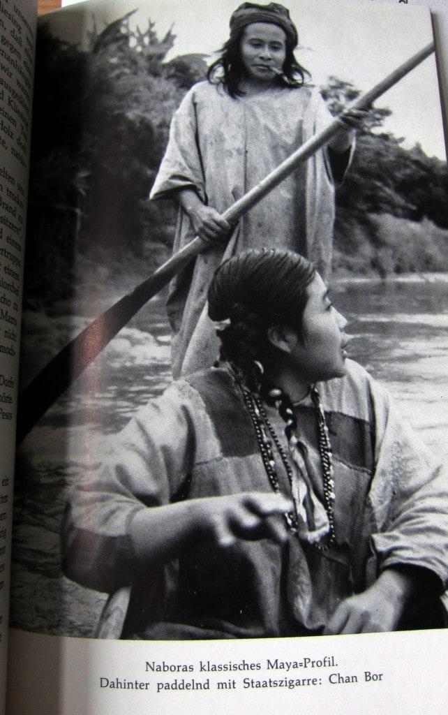 Naboras klassisches Mayaprofil. Dahinter paddelnd mit Staatszigarre: Chan Bor - Ins Land der Lacandonen - Herbert Rittlinger