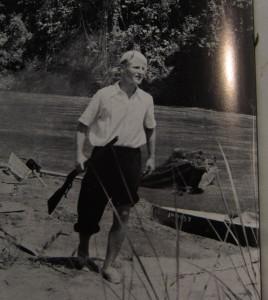 Der Autor, heroisch mit Winchester - Ganz allein zum Amazonas - Rittlinger