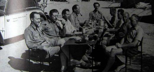 Die Hartlmaier-Expedition Pfeife rauchend - beim Frühstück ? - Amba Ras - Hartlmaier