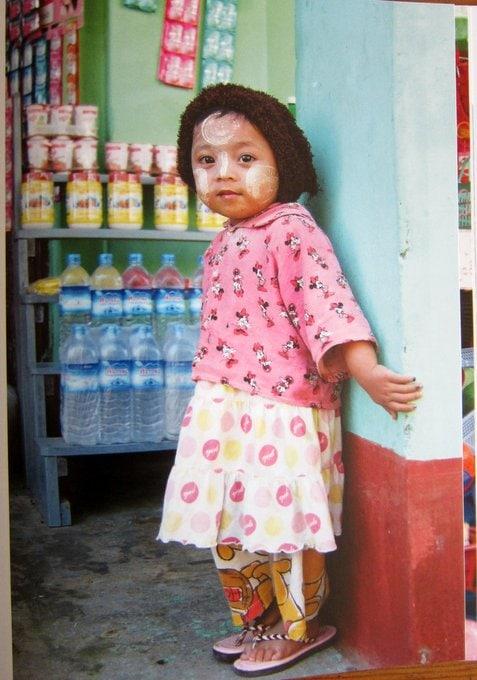 Kind mit Tanaka - Reisen in Burma
