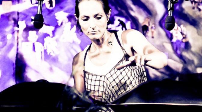 Der Eine-Frau-eine-Gitarre-Klang-Kosmos – Nada's World