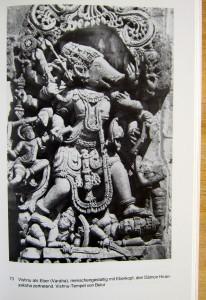 Vishnus mit Eberkopf, den Dämonen Hiranyaksha zertretend - Vishnu-Tempel in Belur - - Die Bildsprache des Hinduismus - die indische Götterwelt und ihre Symbolik